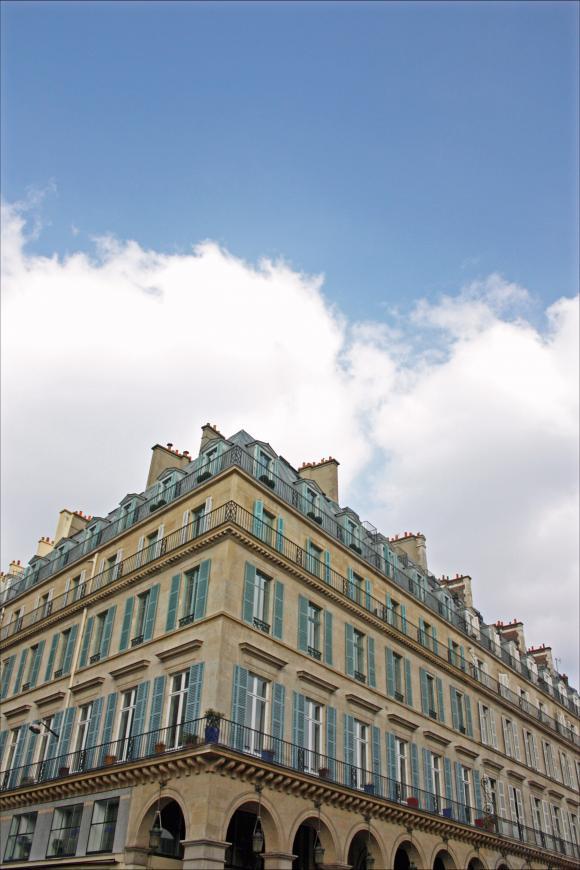http://ciel-contre-nuage.cowblog.fr/images/immeubleruederivolifacelouvres.jpg